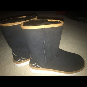 Authentic UGG classic rustic boot. BRAND NEW!